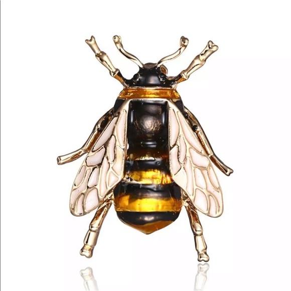 Jewelry - 🆕 BEE BROOCH